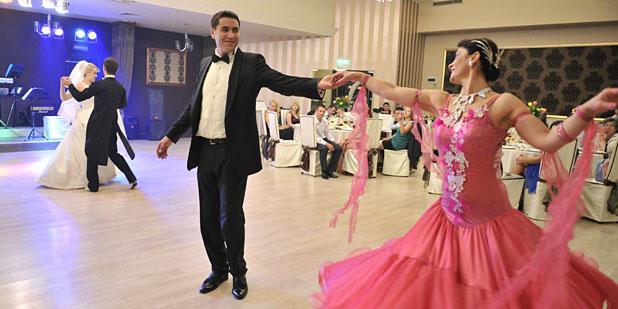 dansatori nuntă